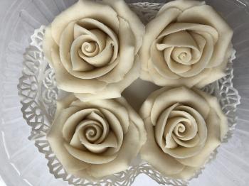 Martsipani roosid Valged suured 4tk